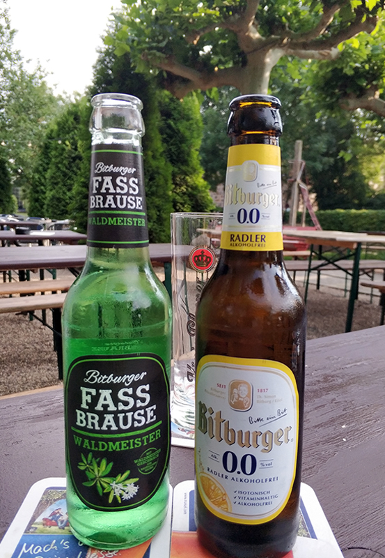 Das Foto zeigt eine Fassbrause und ein Bier in Mülheim an der Ruhr
