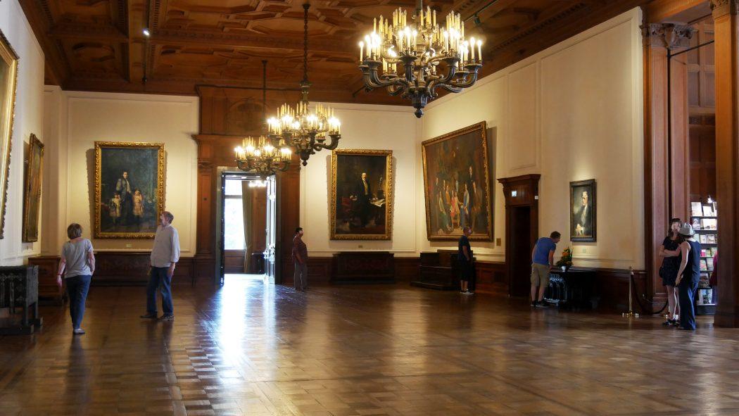 Das Bild zeigt die Eingangshalle der Villa Hügel in Essen