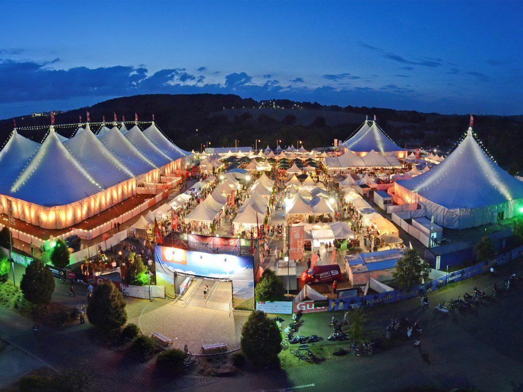 Das Bild zeigt das Gelände des Zeltfestival Ruhr von oben