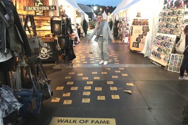 Das Bild zeigt den Walk of Fame auf dem Zeltfestival Ruhr