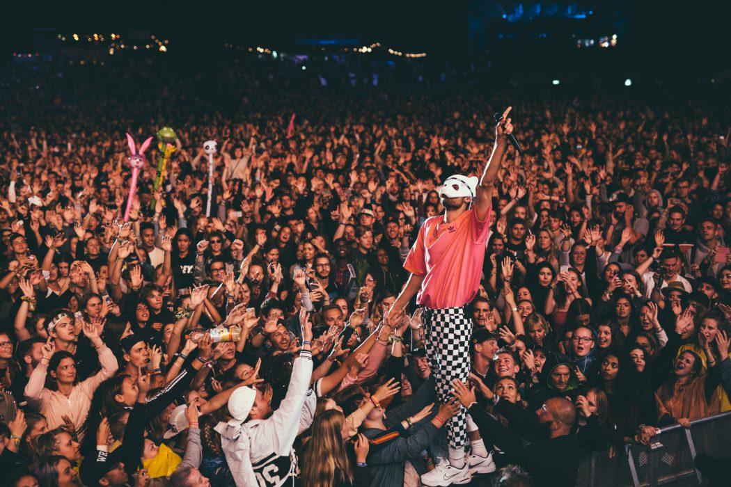 Das Bild zeigt den Rapper Cro auf der Bühne des Zeltfestival Ruhr