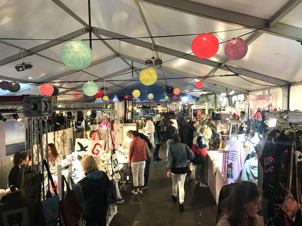 Das Bild zeigt den Markt der Möglichkeiten auf dem Zeltfestival Ruhr