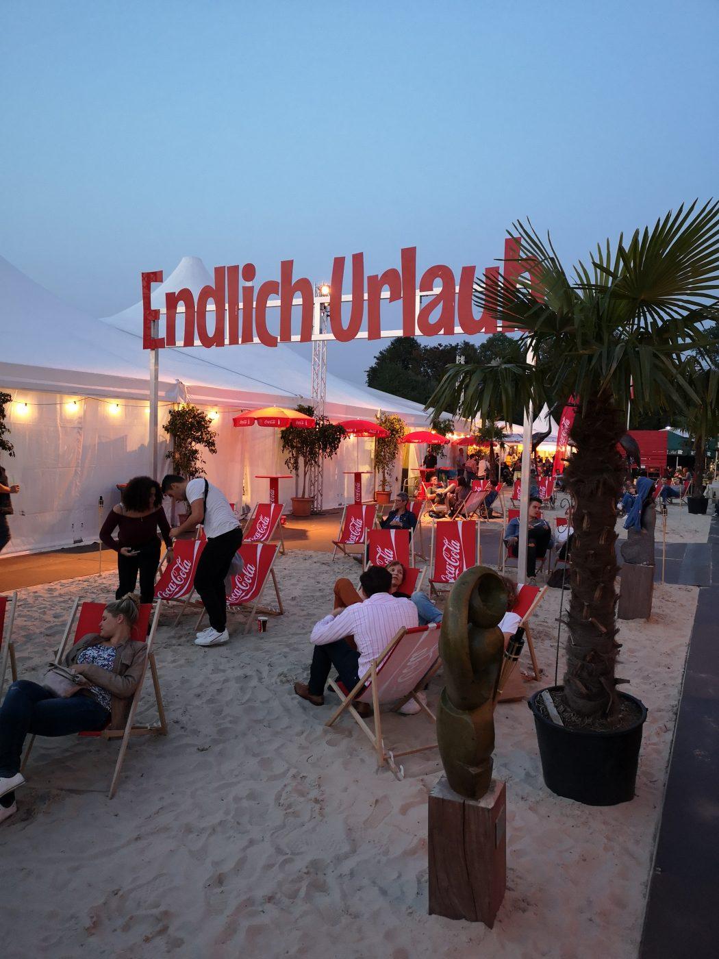 Das Bild zeigt eine Strand-Ecke auf dem Zeltfestival Ruhr