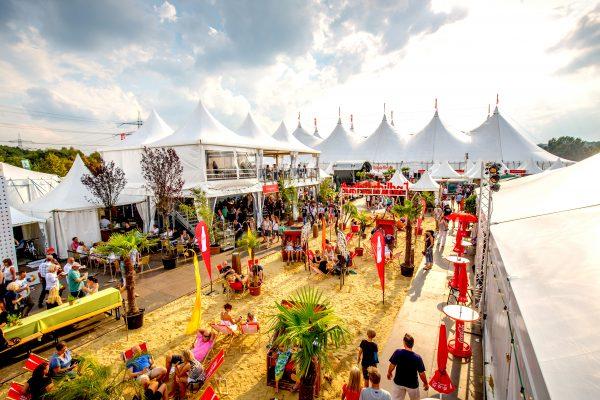 Das Bild zeigt das Zeltfestival Ruhr bei Sonnenschein