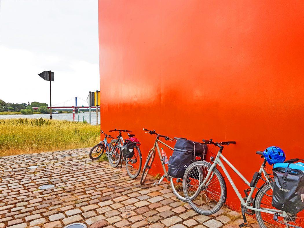 Das Bild zeigt die Rheinorange in Duisburg
