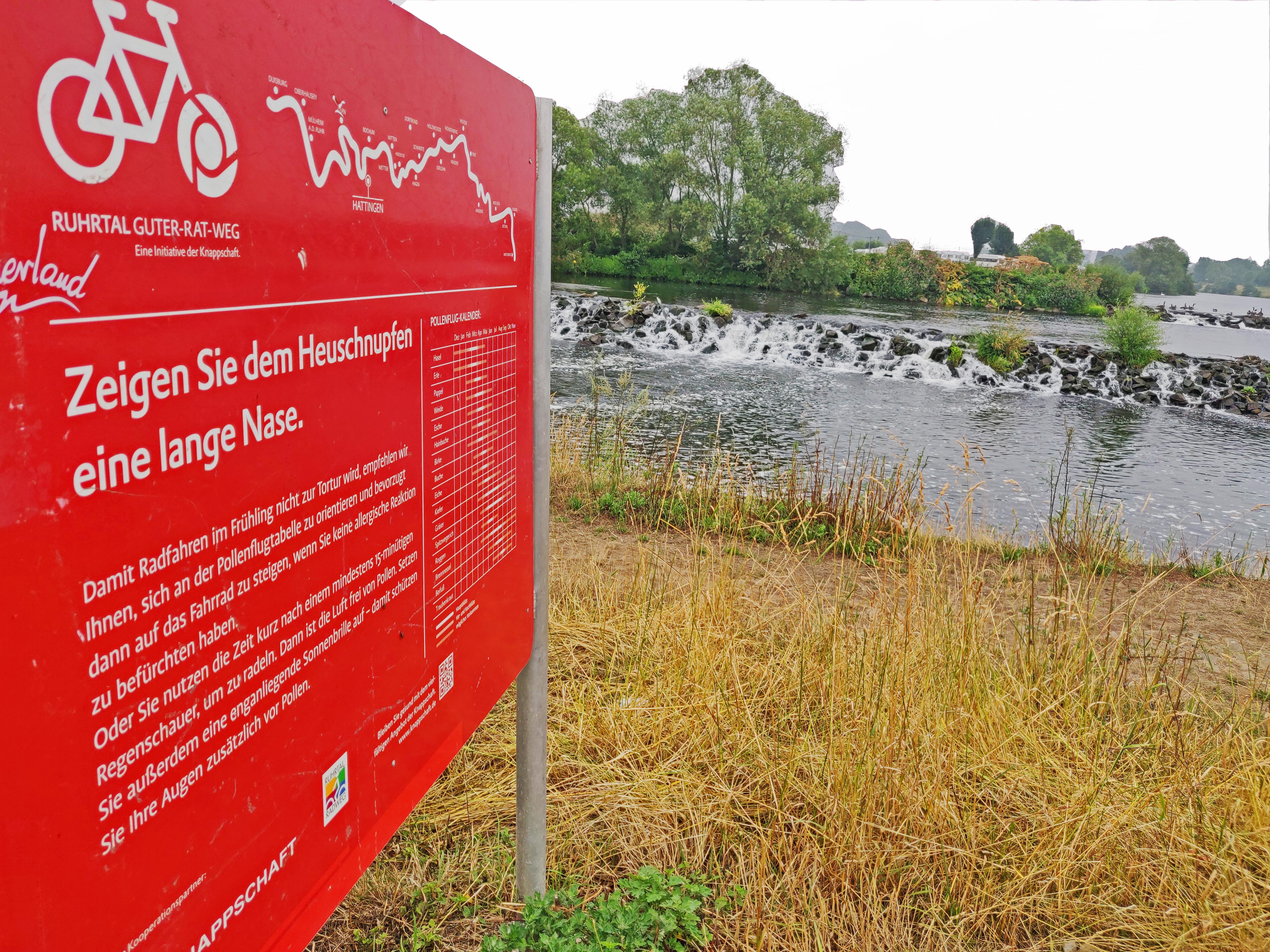 Das Bild zeigt eine Infotafel am Guter-Rat-Weg in Hattingen