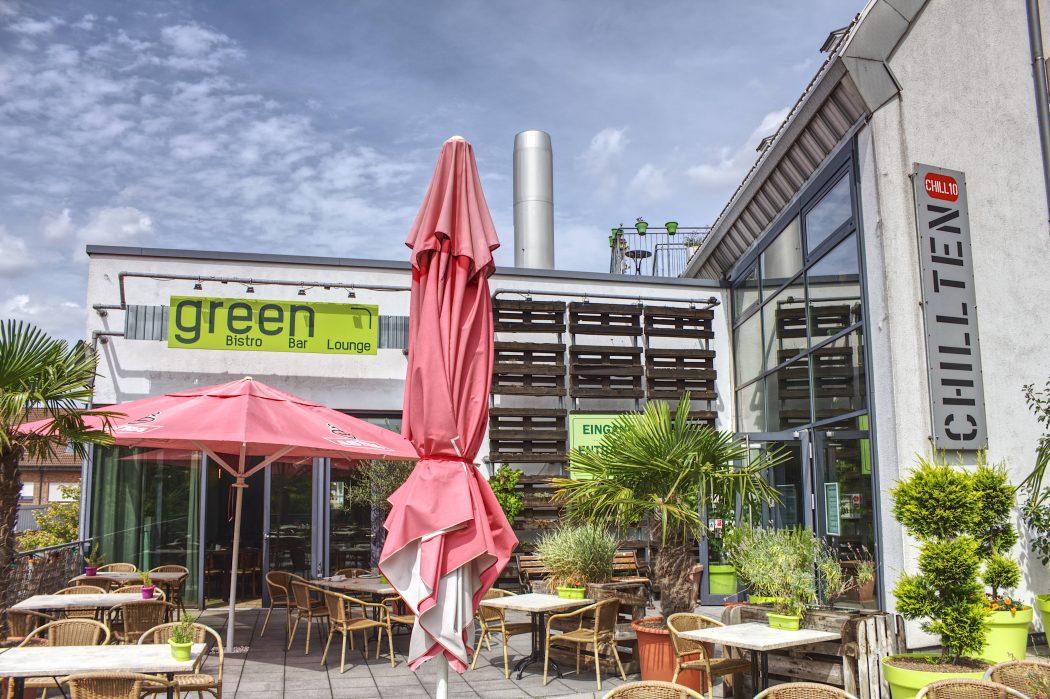 Das Foto zeigt die sommerliche Terrasse des Chillten in Bottrop