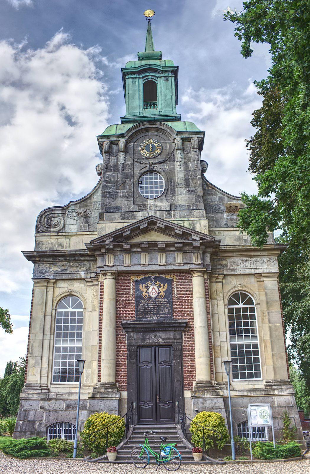 Das Foto zeigt die Schlosskirche des Schloss Diersfordt in Wesel