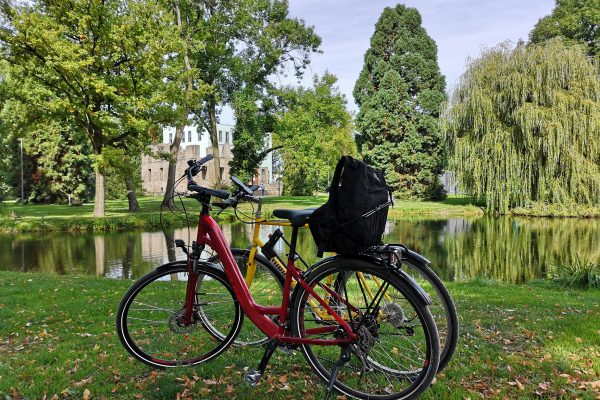 Das Bild zeigt ein Fahrrad im Schlosspark Weitmar