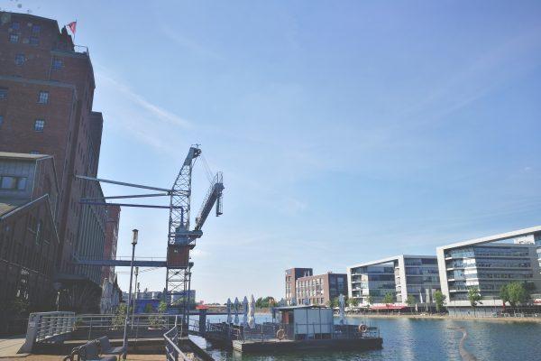 Das Foto zeigt den Duisburger Innenhafen