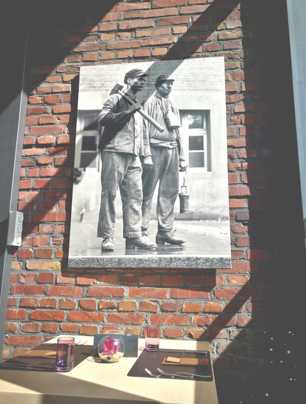 Das Foto zeigt ein Bild an der Wand im Heiner's