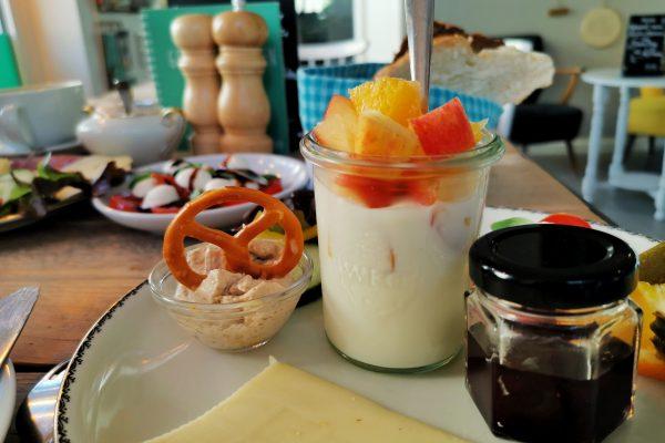 Das Bild zeigt das Frühstück im Café Kram in Bottrop