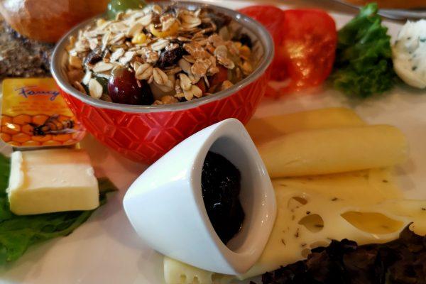 Das Bild zeigt das Frühstück in der Kaffeerösterei Oranien-Naussau
