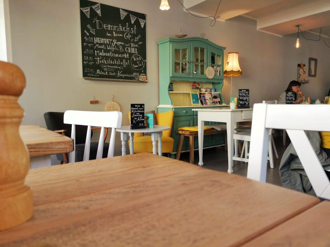 Das Bild zeigt das Café Kram von innen