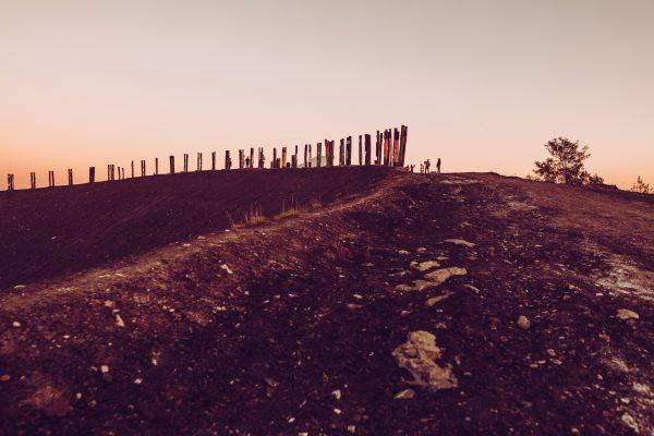 Das Foto zeigt die Eisenbahnschwellen auf der Halde Haniel
