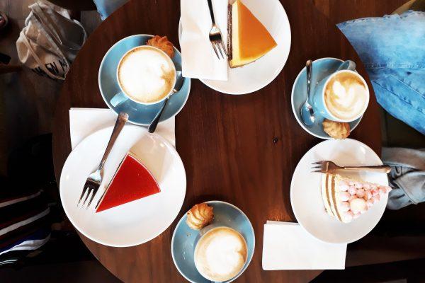 Das Foto zeigt Kuchen im Café Möller