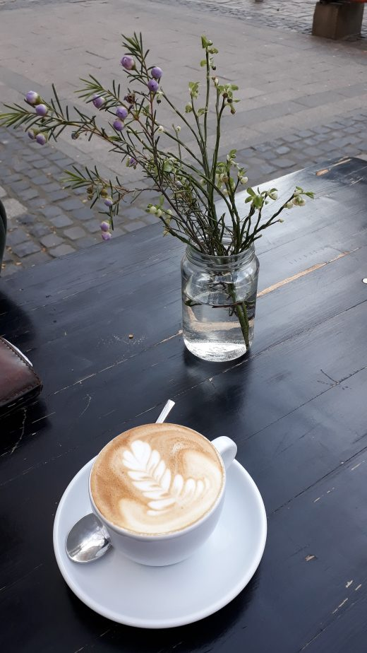 """Das Foto zeigt eine Tasse Kaffee im """"Neuen Schwarz"""""""