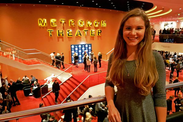 Das Foto zeigt Christin im Stage Metronom Theater