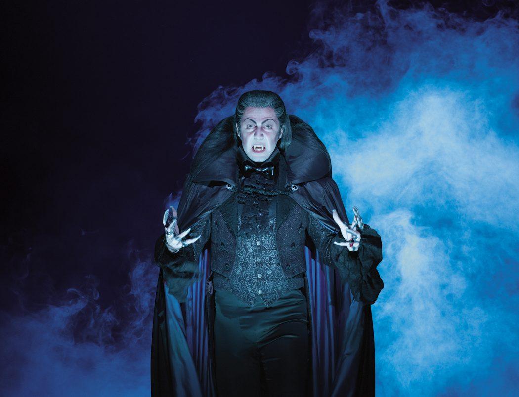 Das Foto zeigt den Grafen im Musical Tanz der Vampire