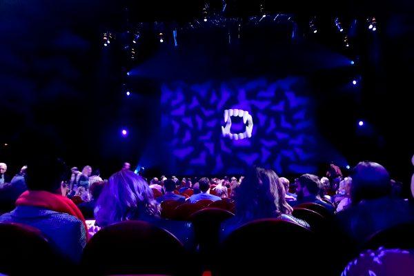 Das Foto zeigt den Saal im Metronom Theater beim Musical Tanz der Vampire