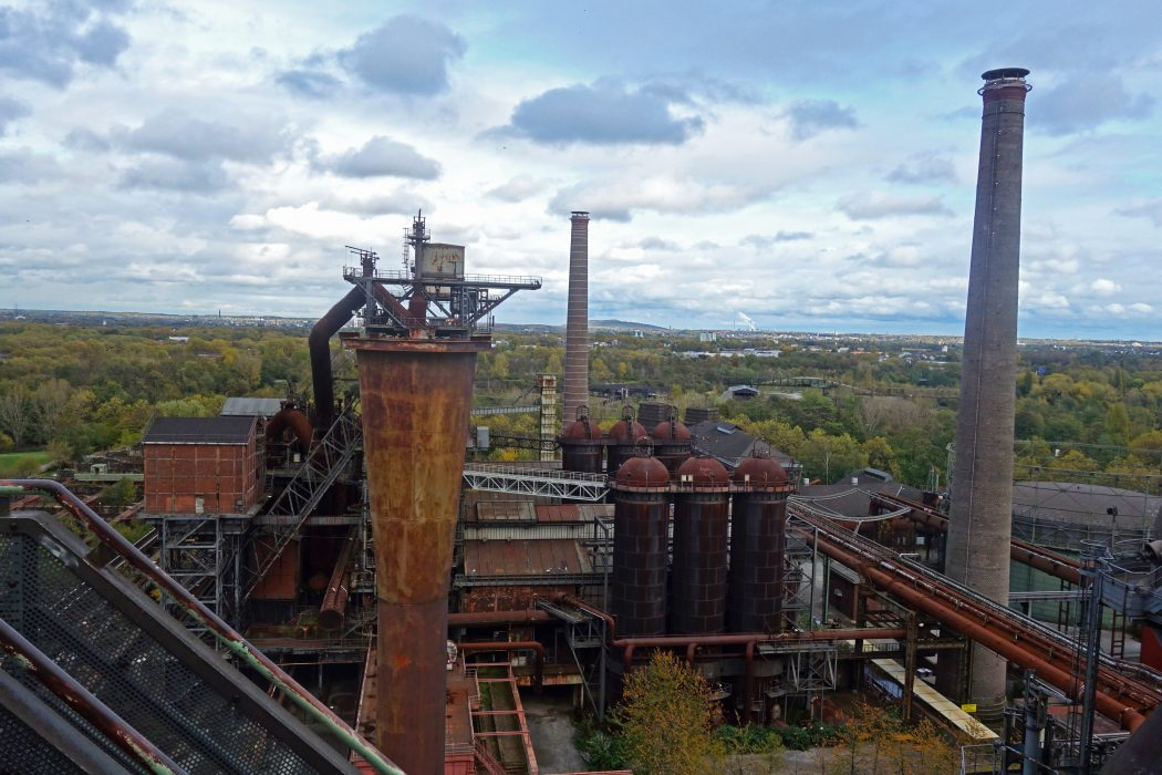 Das Foto zeigt die Aussicht vom Hochofen des Landschaftsparks Duisburg-Nord