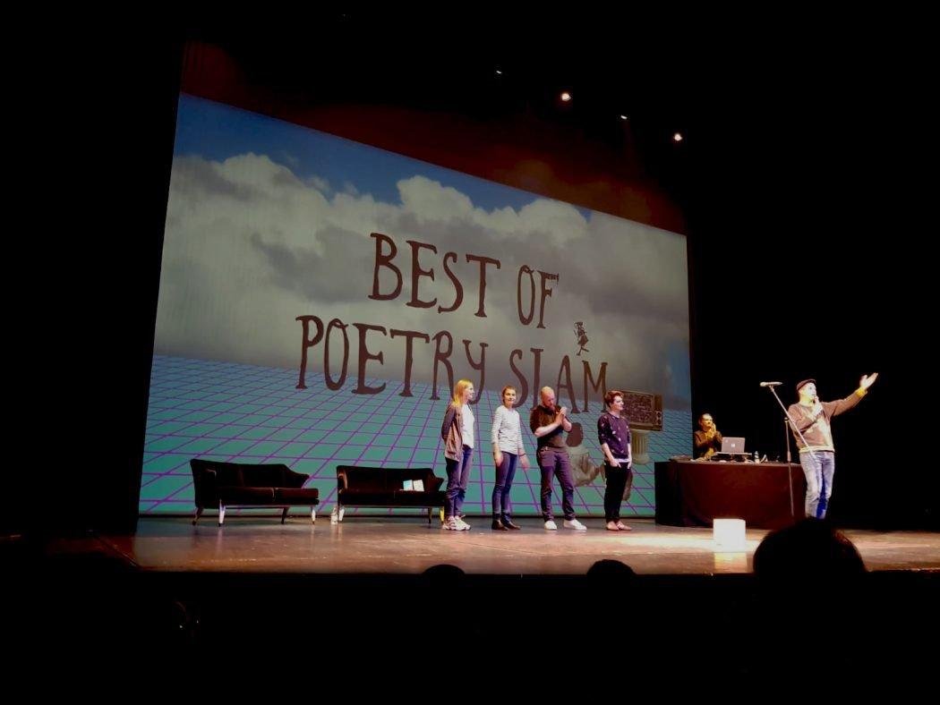 Das Fot zeigt einen Poetry Slam im Schauspielhaus Bochum
