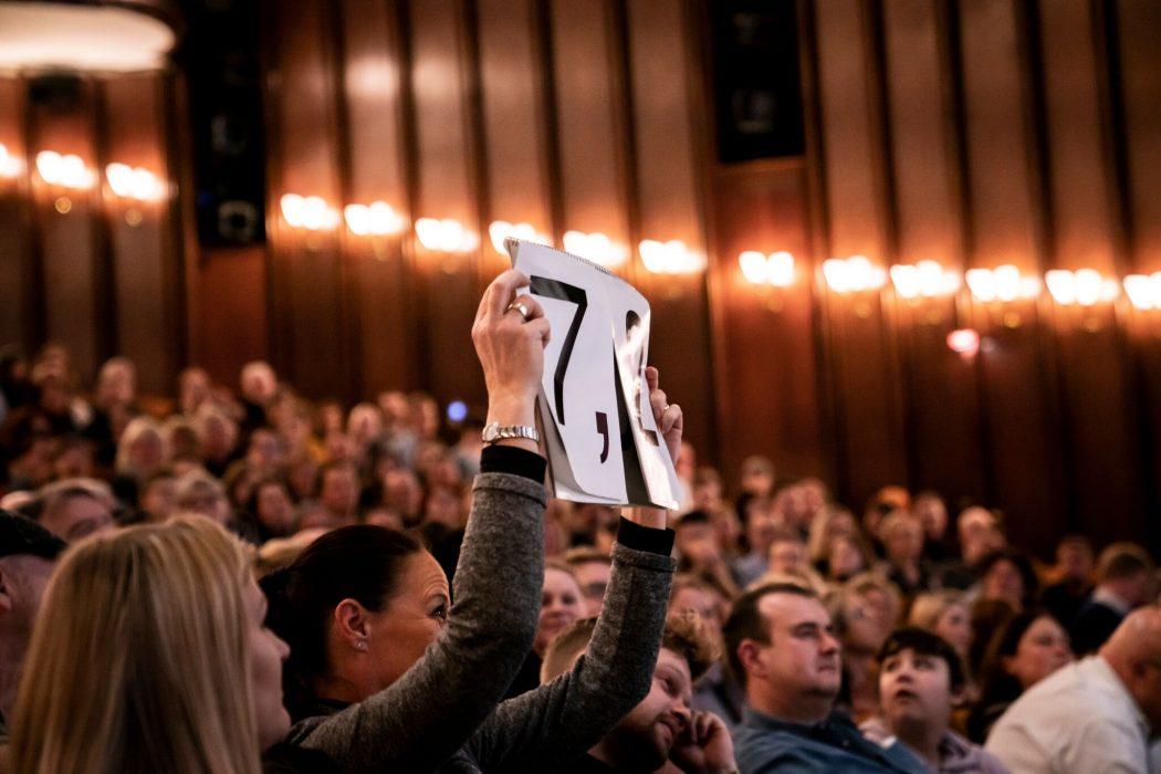 Das Foto zeigt das Publikum beim Best of Poetry Slam