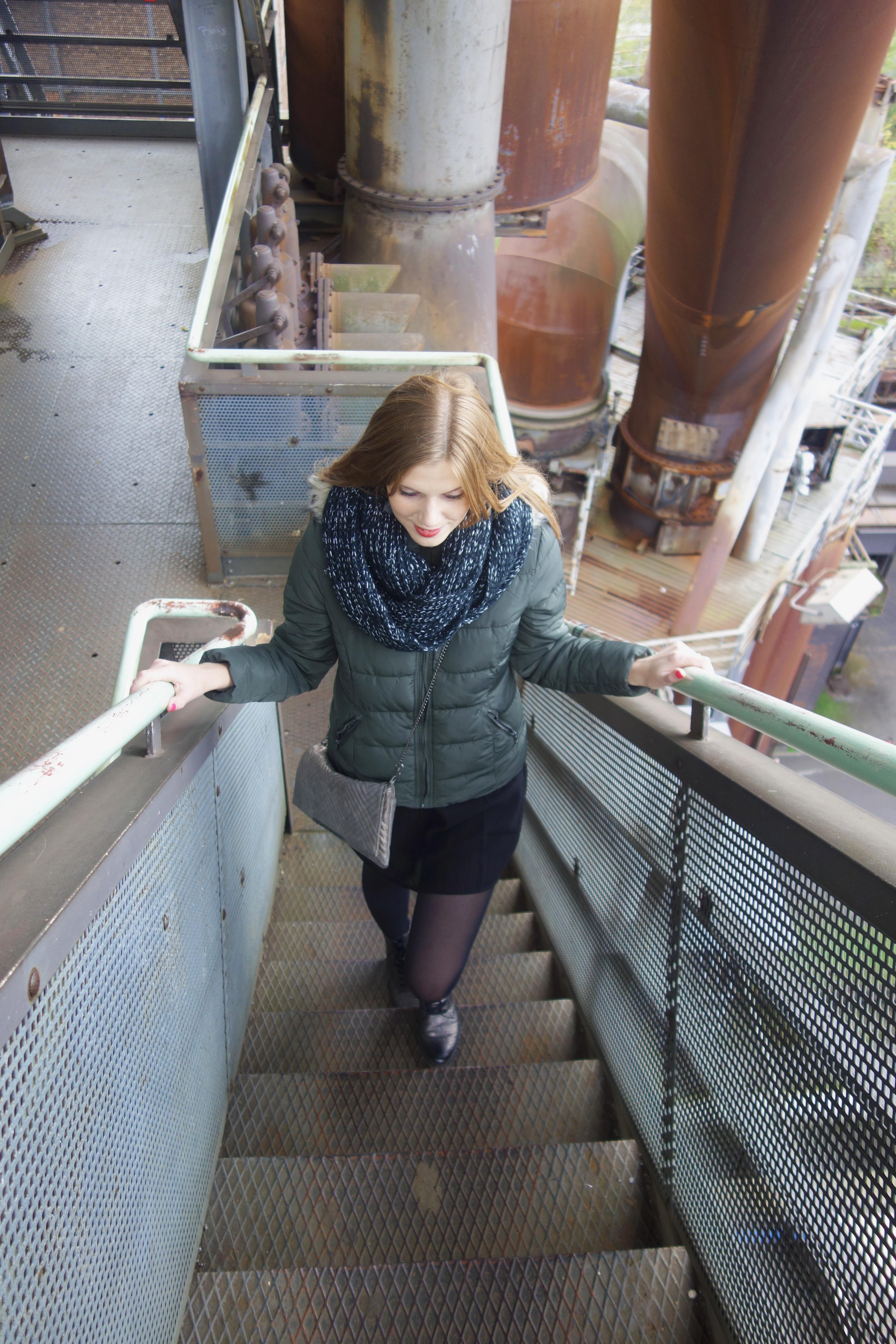 Das Bild zeigt die Treppen auf dem Hochofen im Landschaftspark Duisburg-Nord