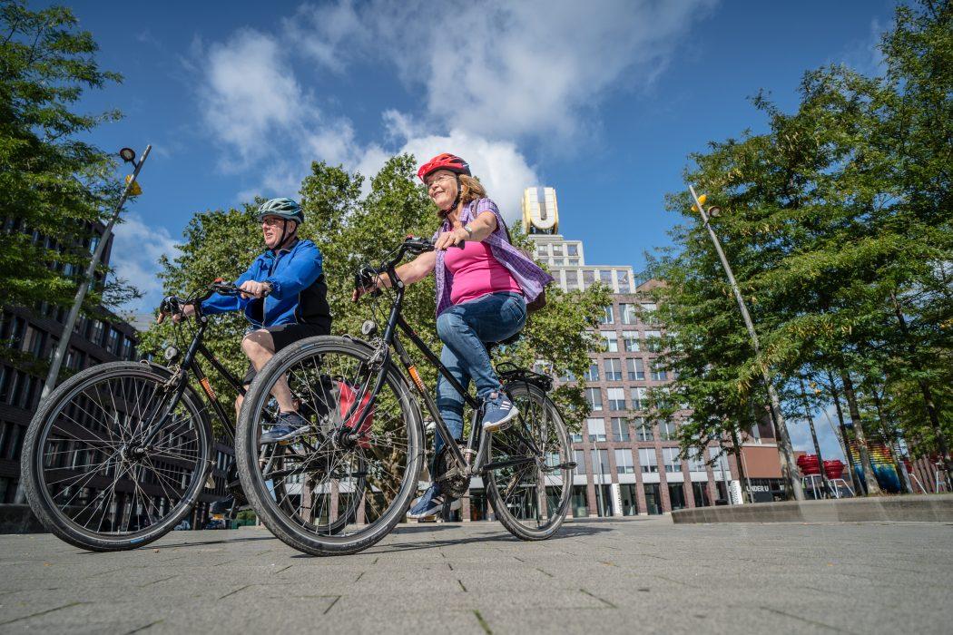 Das Foto zeigt Fahrradfahrer am Dortmunder U