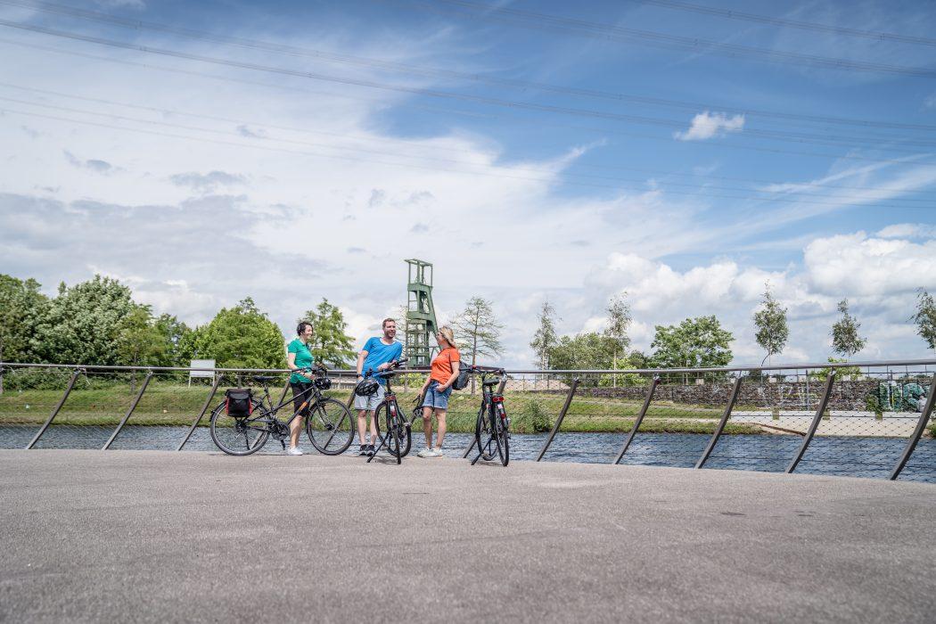 Das Foto zeigt Fahrradfahrer am Kruppsee