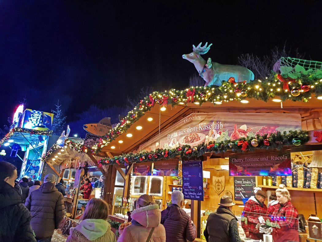 Das Bild zeigt einen Stand auf dem Cranger Weihnachtszauber