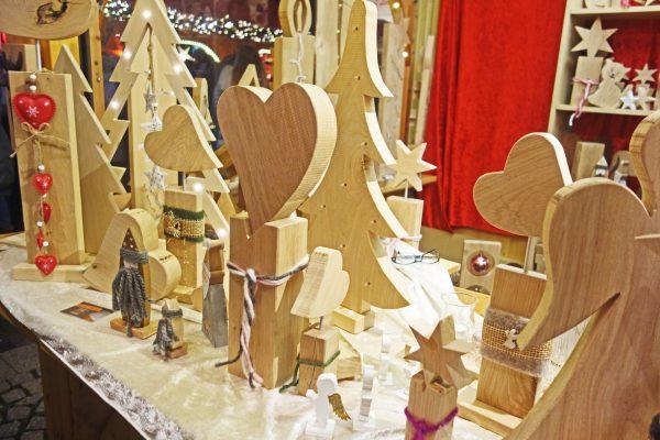 Das Bild zeigt Holz-Artikel auf der Bochumer Weihnacht