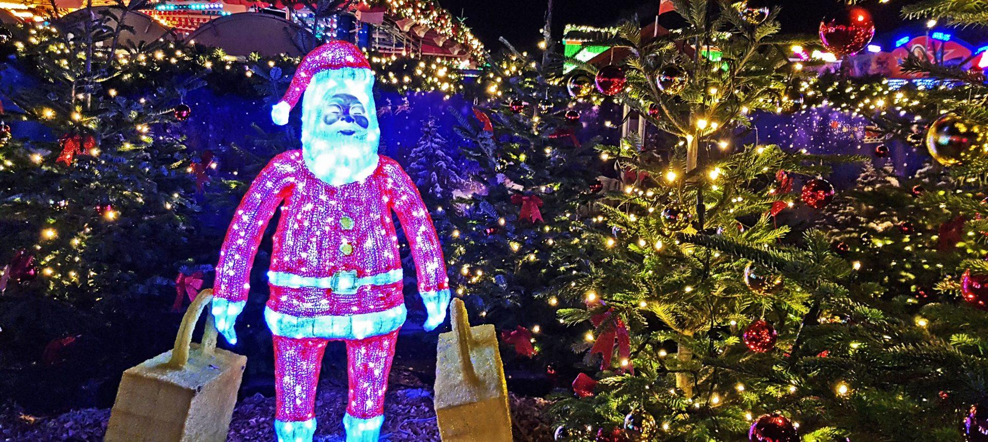 Das Bild zeigt eine Leuchtfigur auf dem Cranger Weihnachtszauber