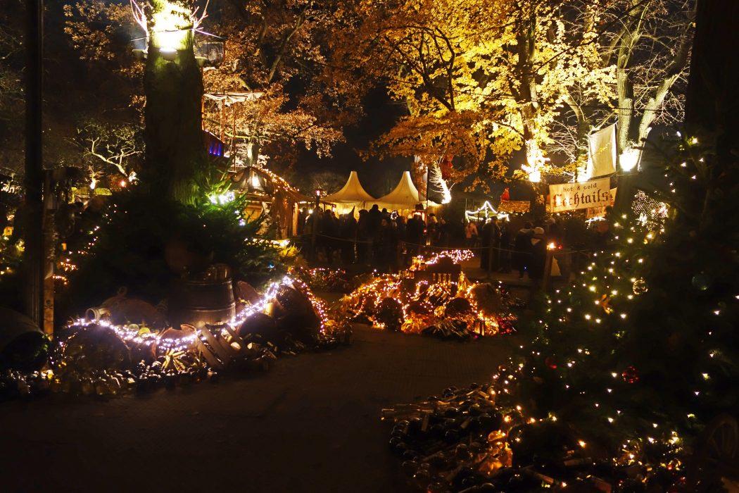 Das Bild zeigt die Lichter auf dem Phantastischen Lichter Weihnachtsmarkt