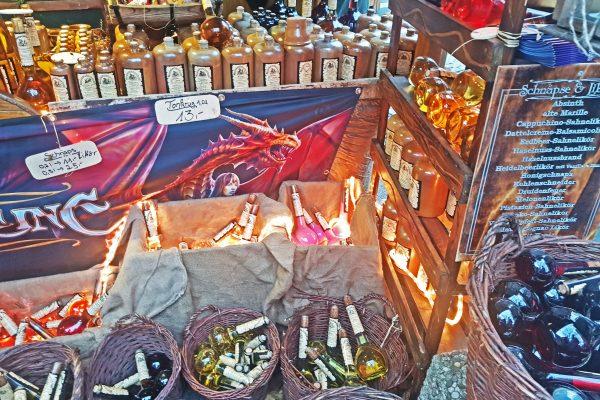 Das Bild zeigt besondere Waren auf dem mittelalterlichen Markt der Bochumer Weihnacht
