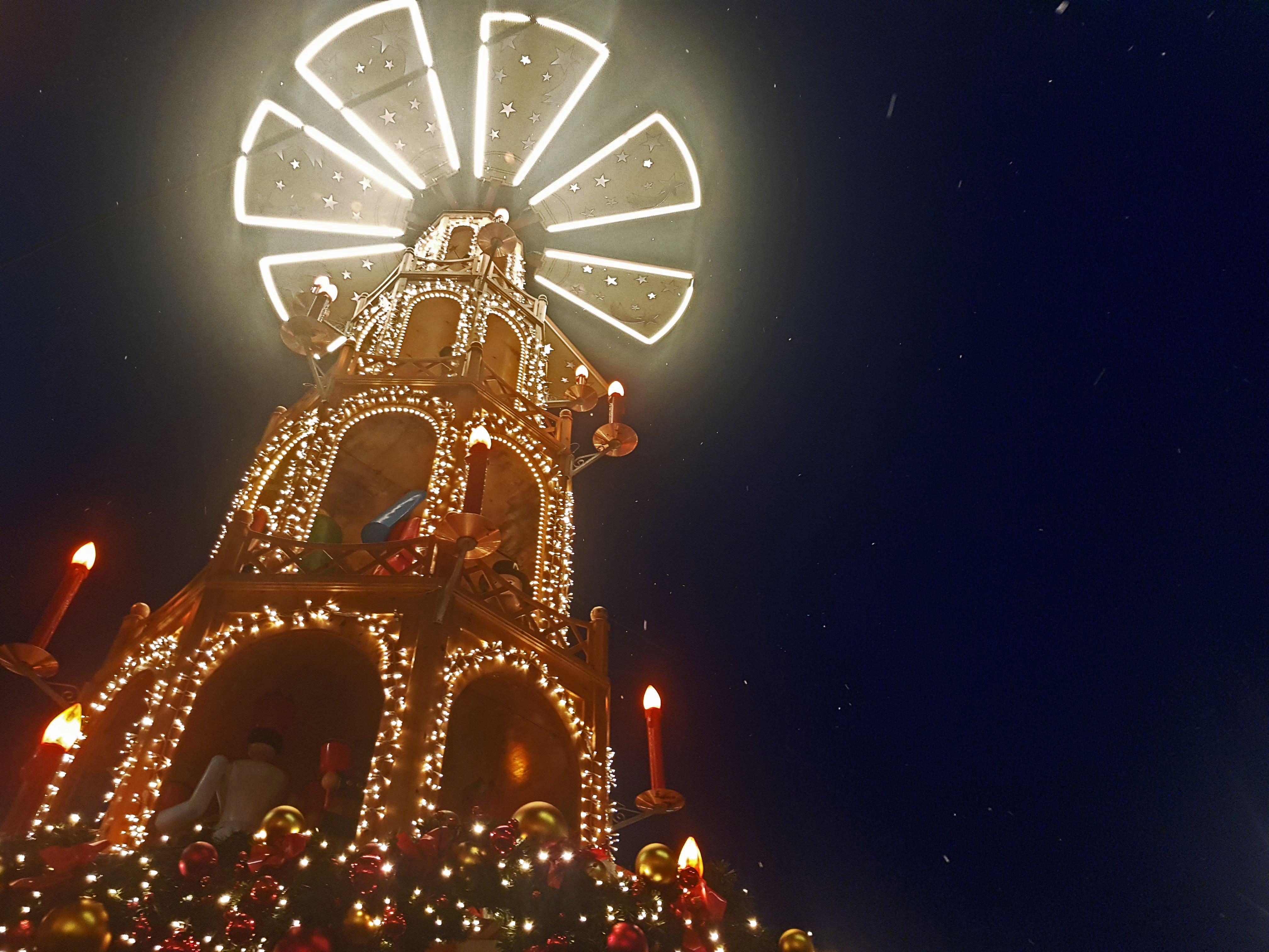 Das Bild zeigt die Pyramide auf der Bochumer Weihnacht