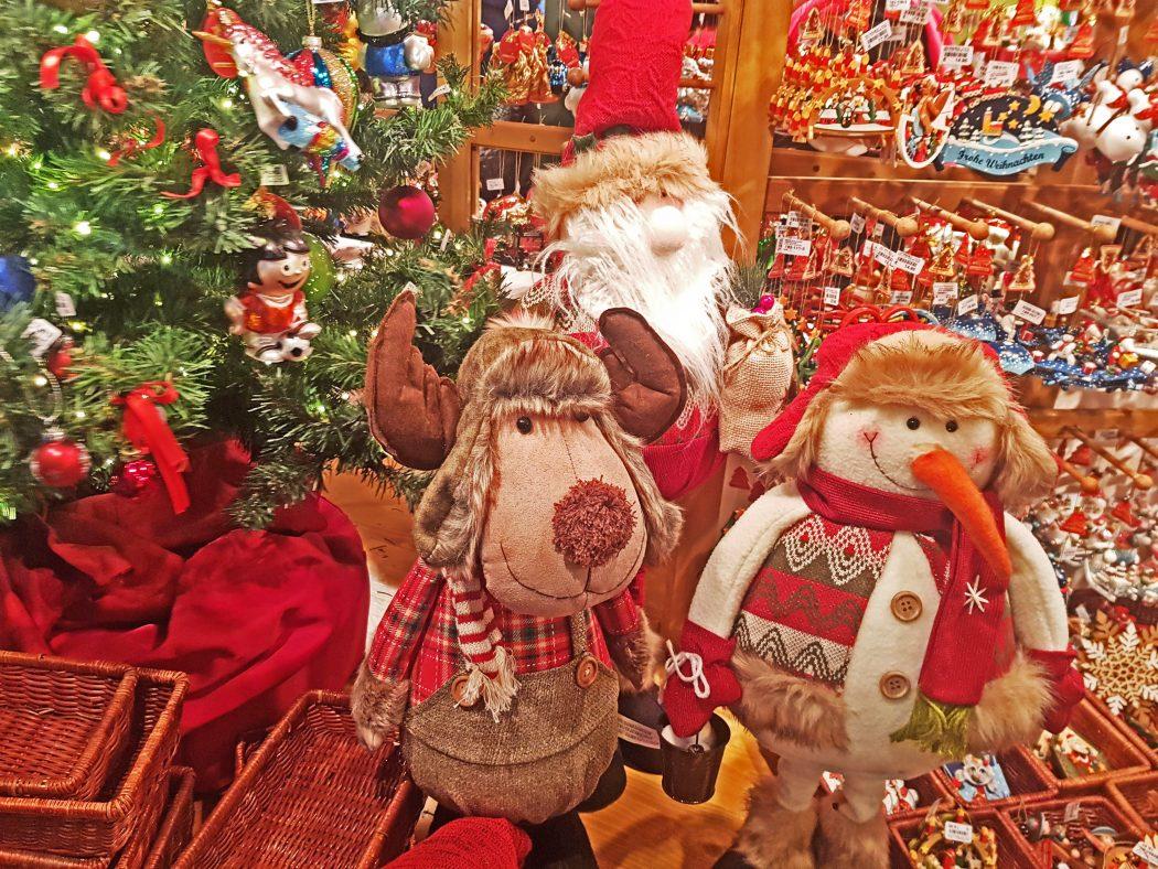 Das Bild zeigt Stoffpuppen auf der Bochumer Weihnacht