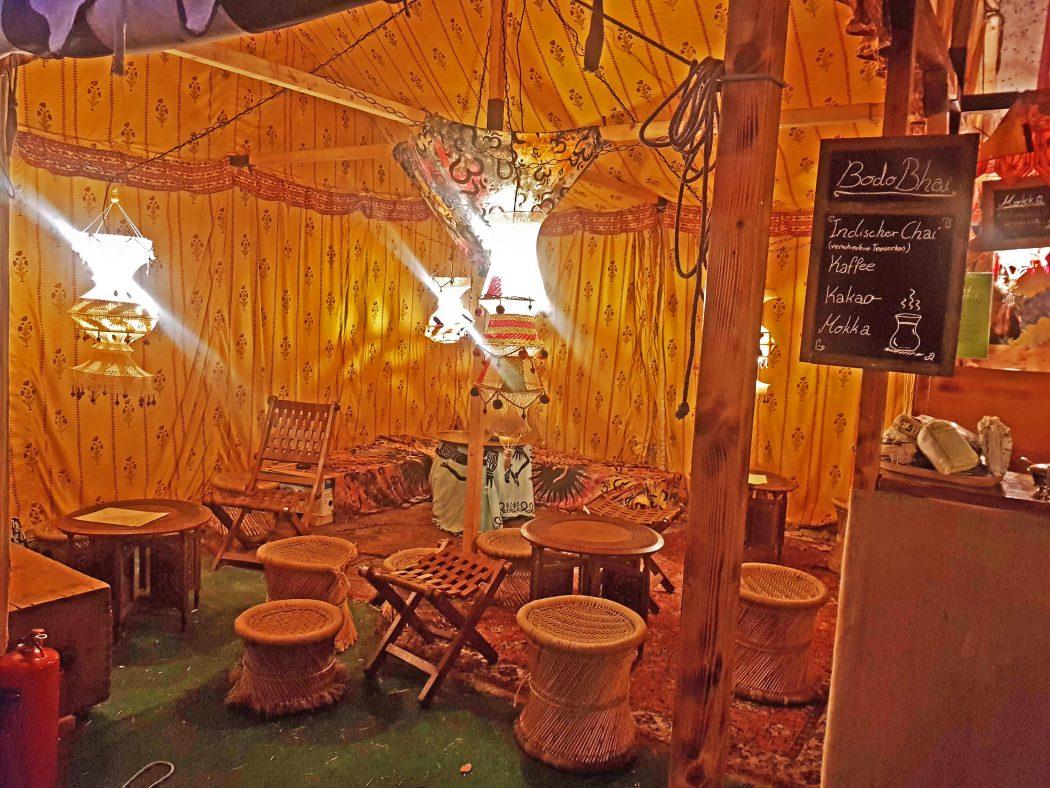 Das Bild zeigt ein Teezelt auf der Bochumer Weihnacht