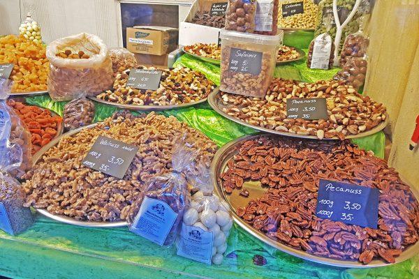 Das bild zeigt Nüsse, die auf der Bochumer Weihnacht angeboten werden