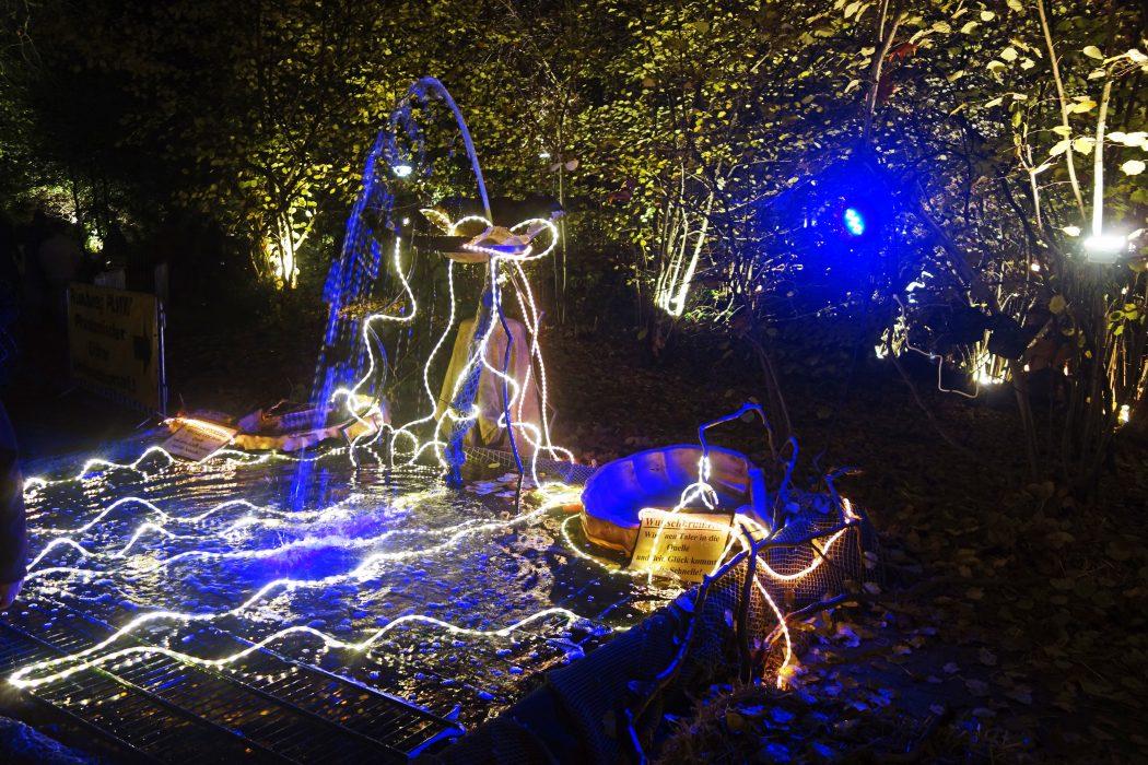 Das Bild zeigt einen Wunschbrunnen auf dem Phantastischen Lichter Weihnachtsmarkt