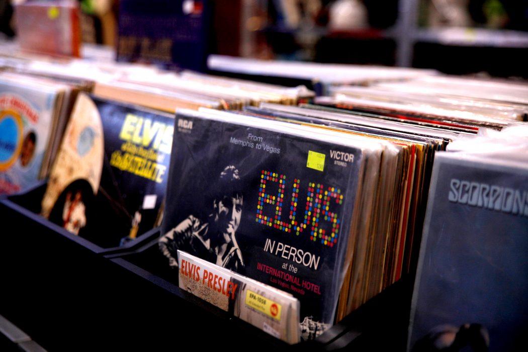 Das Foto zeigt Schallplatten im Konsumreform