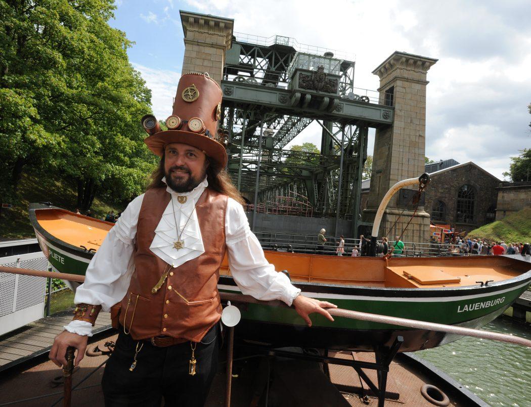 Das Foto zeigt das Schiffshebewerk Henrichenburg beim Steampunkfest