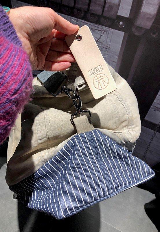 Das Foto zeigt die hübsche Reisetasche Weekender aus der Grubenhelden Kollektion