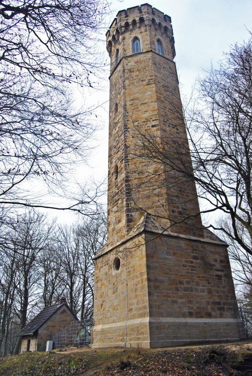 Das Bild zeigt die Ruine der Hohensyburg