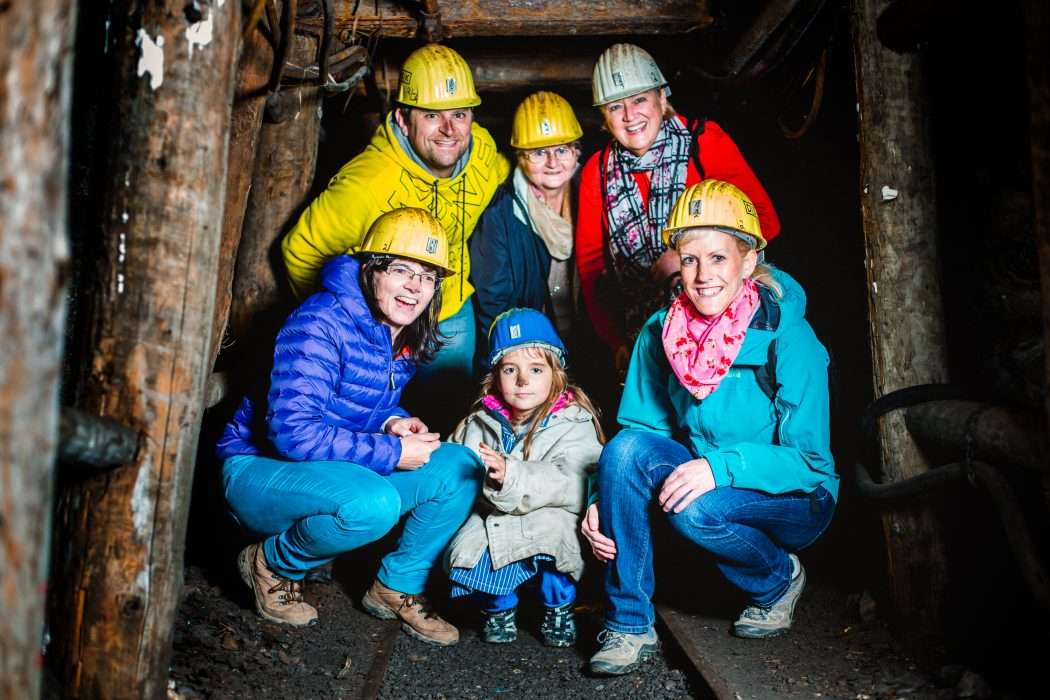 Das Foto zeigt eine Besuchergruppe bei der Unter Tage Tour der Zeche Nachtigall in Witten