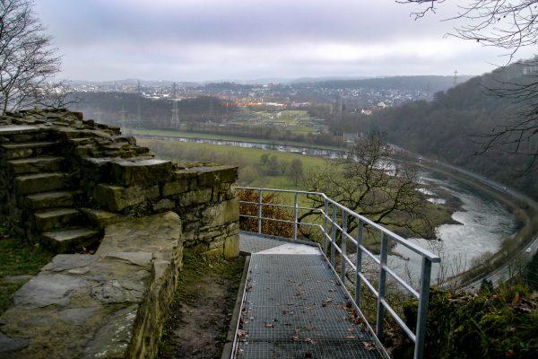 Das Bild zeigt den Ausblick von der Isenburg auf die Ruhr