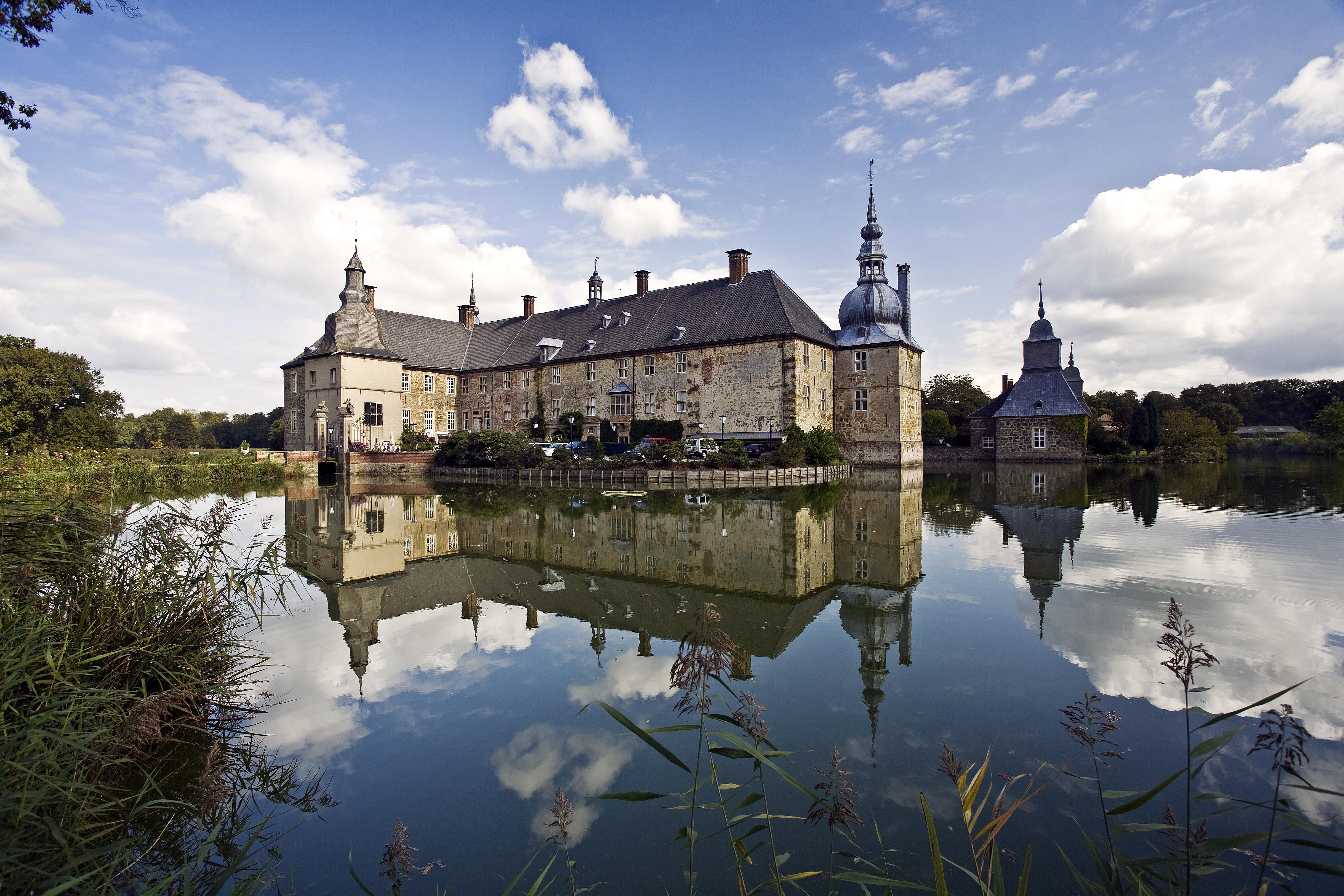 Das Bild zeigt das Wasserschloss Lembeck in Dorsten