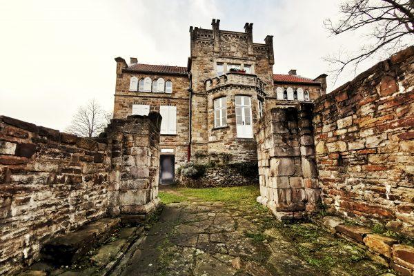 Das Bild zeig das Haus Custodis auf dem Isenberg