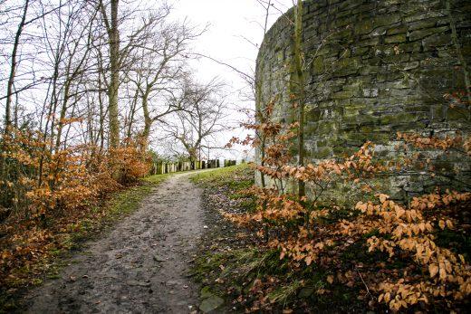 Das Bild zeigt den Weg zur Isenburg in Hattingen