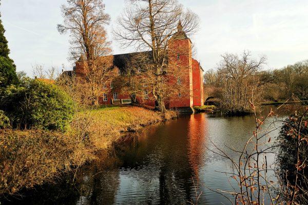 Das Bild zeigt das Schloss Bloemersheim